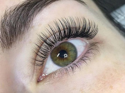 Classic lash extension beauty treatment