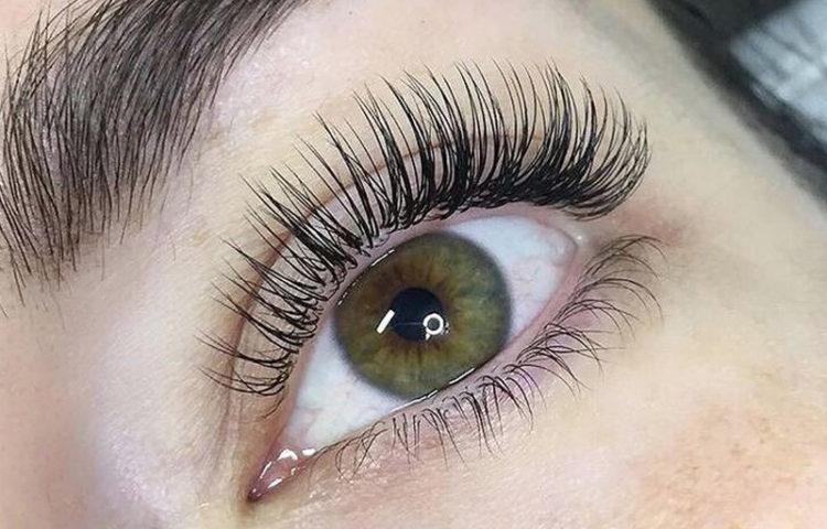 Classic lash extension beauty treatment
